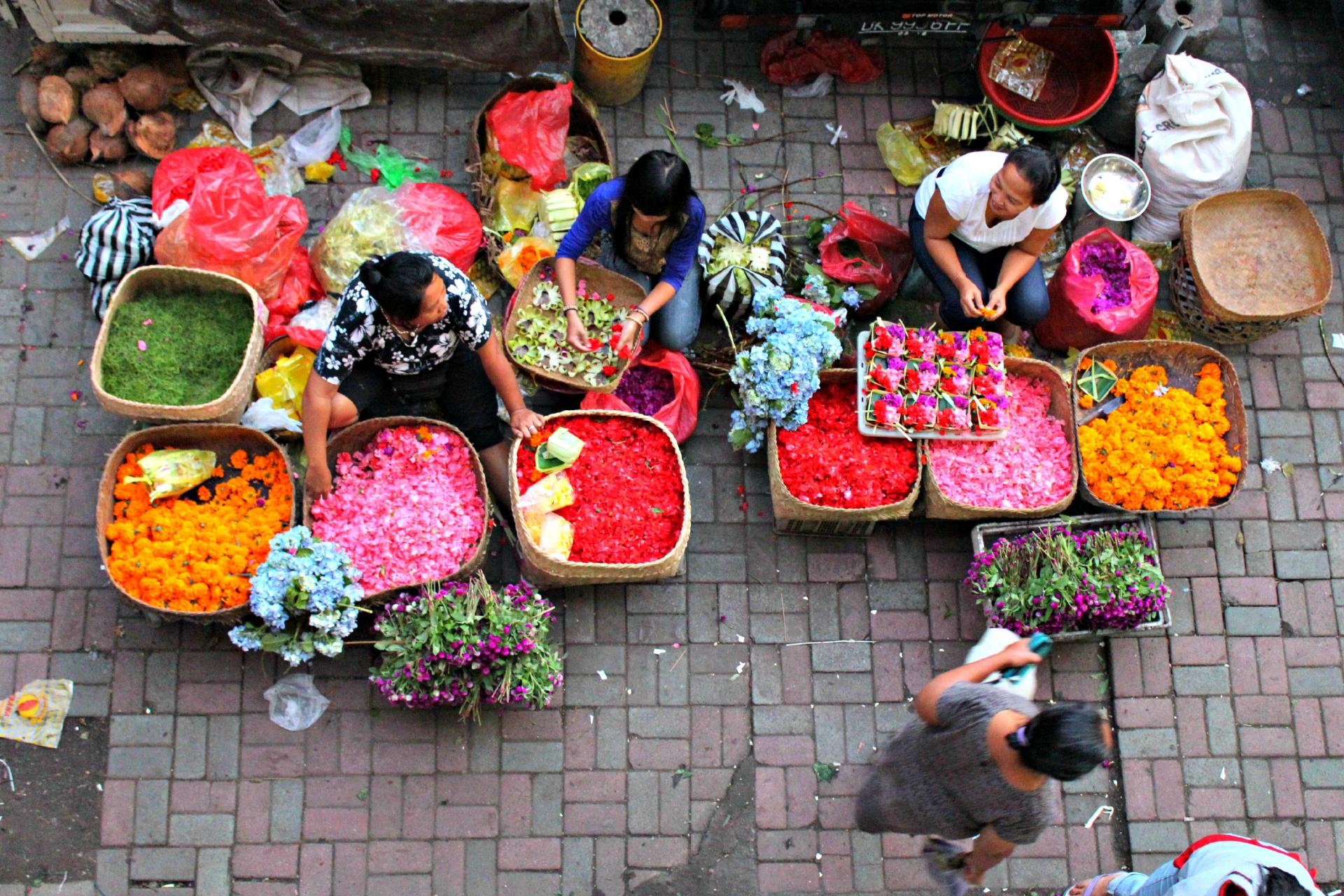 Ubud morning market flower sellers