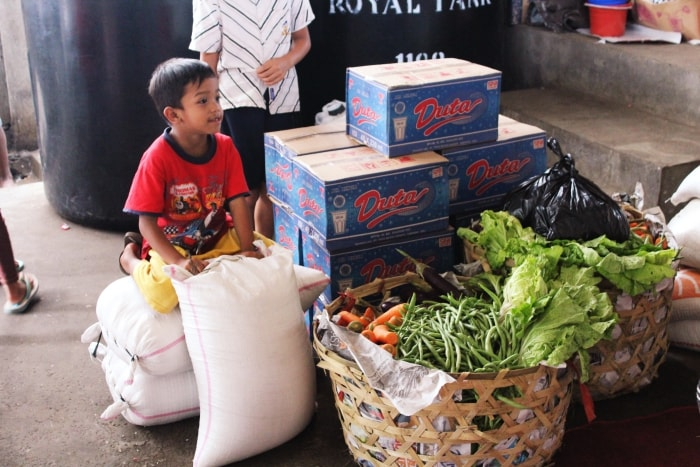 Dons décembre : riz, eau, poisson séché, légumes