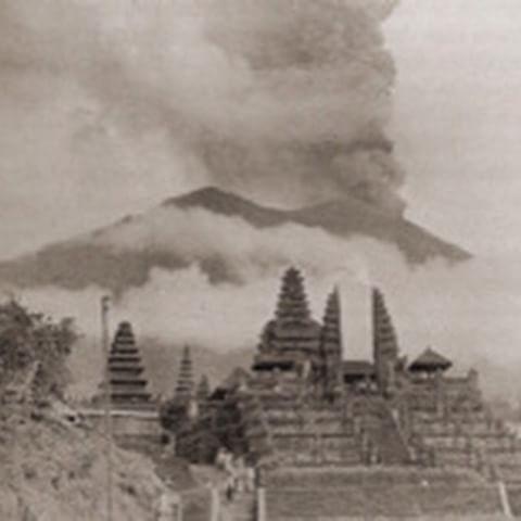 Eruption volcan agung