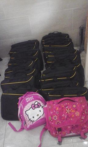 Des sacs d'école avec tout le nécessaire dedans !