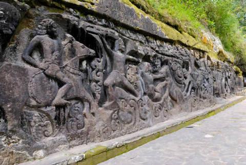 Sculptures murales de Yeh Pulu